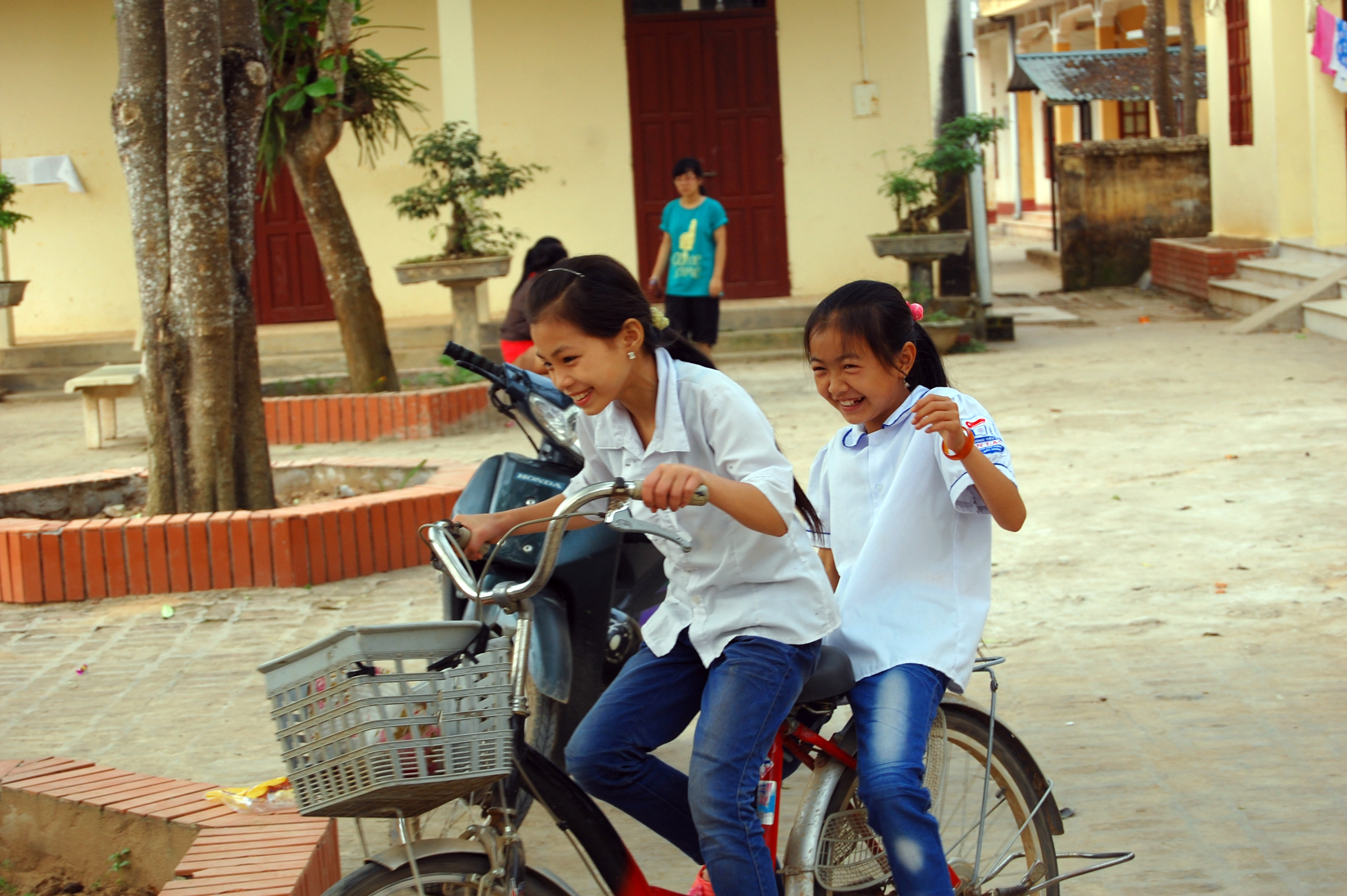 Kids enjoying a two passenger bike ride.