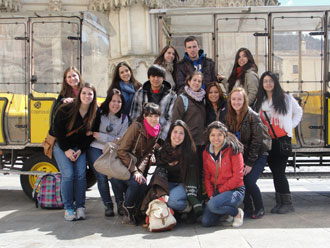 American Students Soak up Spanish Culture