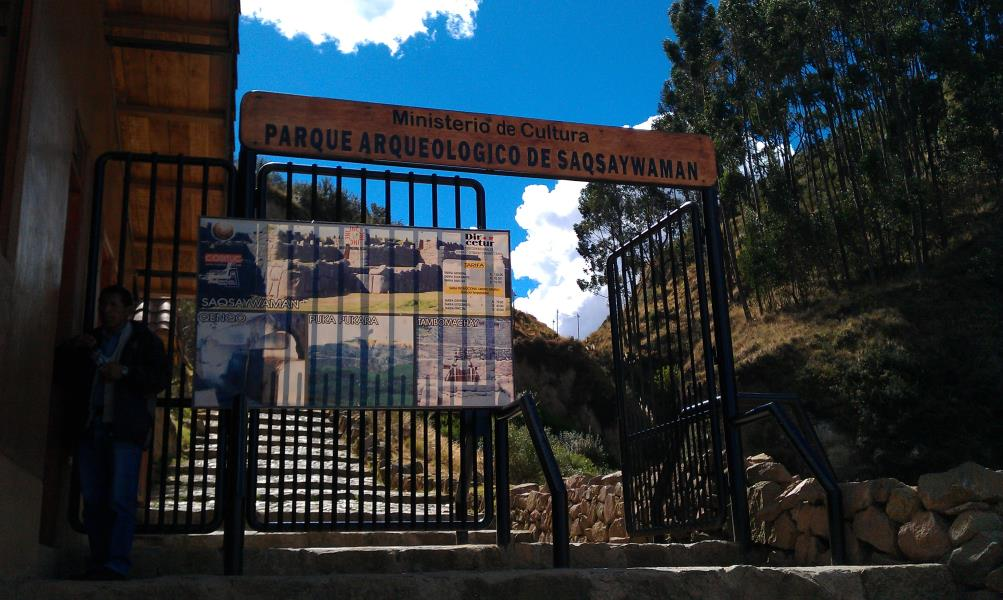 hiking to the incan ruins