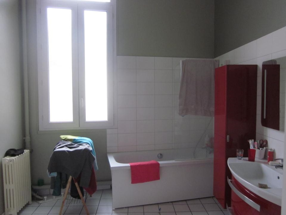 bordeaux bathroom