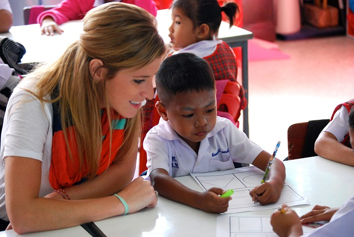 Greenheart Travel teacher Lisa Crabbe working with students in Thailand